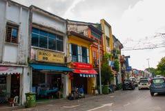 Auf der Straße Straße in Kuching-Stadt am Abend sarawak borneo Stockbilder