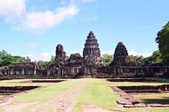 Auf der Straße zu Angkor: Phimai-Tempel - Thailand lizenzfreies stockbild