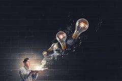 Auf der Suche nach heller Inspiration Stockfotos