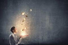 Auf der Suche nach heller Inspiration Stockfotografie