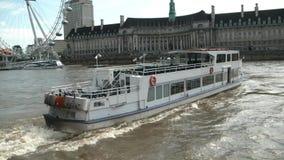 Auf der Themse kreuzen, das London Auge Londons, stock footage