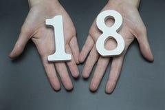 Auf der weiblichen Palmentabelle achtzehn Lizenzfreie Stockbilder