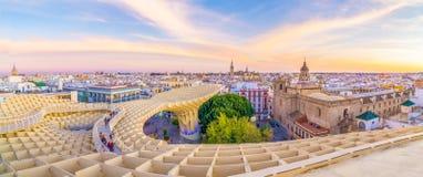 Auf die Oberseite des Pilzes von Sevilla lizenzfreie stockfotos