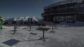 Auf die Oberseite des Skiorts Gorky Gorod 2200 Meter über Meeresspiegelvorratgesamtlängenvideo stock footage