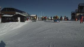 Auf die Oberseite des Skiorts Gorky Gorod 2200 Meter über Meeresspiegelvorratgesamtlängenvideo stock video footage