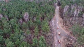 Auf eine Landstraße schnell fahren stock footage