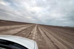 Auf eine leere Salz-Straße schnell fahren, im Januar 2018 genommen stockfotografie
