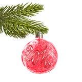 2016 auf einem roten Weihnachtsball, der von einer Niederlassung hängt Lizenzfreie Stockbilder