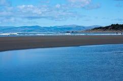 Auf einem Strand in Christchurch in Neuseeland stockbild
