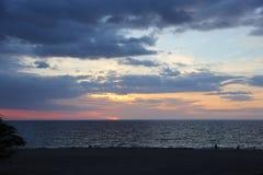 Auf einem Strand Sea Sand schaukelt Hawaii-Natur Sonnenuntergang Lizenzfreie Stockfotografie