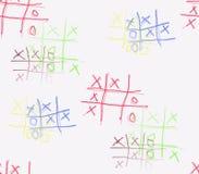 Auf einem weißen Hintergrund farbige Tabelle Tic Tac Toe Lizenzfreie Stockfotografie