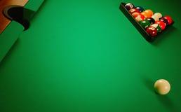 Auf einer Billiardtabelle Stockbilder