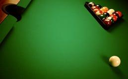 Auf einer Billiardtabelle Lizenzfreies Stockbild