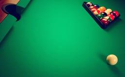 Auf einer Billiardtabelle Lizenzfreie Stockfotos