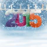 2015 auf einer Wäscheleine in einem winterlichen Hintergrund Stockfotografie