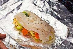 Auf Feuer gebacken zu werden Fische ungefähr, lizenzfreies stockfoto