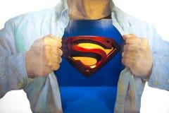 Auf Foto des Wandbilds 3D des Supermannes, von einer berühmten Szene, der Clark Kent in umwandelt Supermann, indem er hallo trägt Stockfotografie
