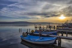 Auf Hafen mit Booten Stockfotografie