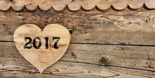 2017 auf Herz-förmigem Holz Stockbilder