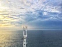 Auf Kreuzfahrtseeansicht lizenzfreie stockfotos