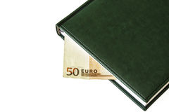 Auf Lügen eines Lichthintergrundes ein Tagebuch und Teil einer Rechnung Euros 50 Lizenzfreie Stockbilder