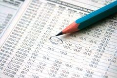 Auf lagerdiagramm mit einer Bleistiftmarkierung Lizenzfreie Stockfotos
