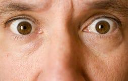 Auf lagerfoto der Augen eines überraschten Mannes Lizenzfreie Stockfotografie