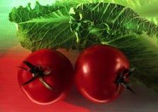 Auf lagerfoto der Kirschtomaten und -kopfsalates Stockfoto
