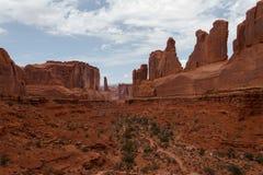 Auf lagerfoto der roten Felsen-Anordnung, Bogen-Nationalpark Lizenzfreie Stockbilder