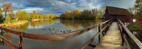 Auf lagerfoto: Frühling landscepe mit watermill Lizenzfreies Stockbild