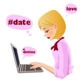 Auf Linie Datierung, hübsches Mädchenschreiben Lizenzfreie Stockfotografie
