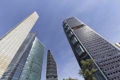 Auf Reforma-Allee die höchsten Gebäude in Mexiko City stockfoto