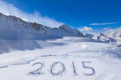 2015 auf Schnee an den Bergen Stockfotografie