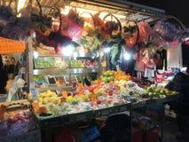 Auf-Straße Frucht-Stall in Mongkok, Hong Kong Stockbild