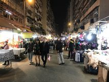 Auf-Straße klemmt an Fa Yuen Street in Mongkok, Hong Kong fest Stockfoto