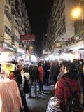 Auf-Straße klemmt an Fa Yuen Street in Mongkok, Hong Kong fest Lizenzfreies Stockbild