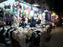 Auf-Straße Unterwäsche-Stall in Mongkok, Hong Kong Stockbild
