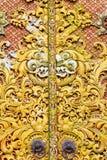 Auf Tür bei Pura Ulun Danu Batur, Bali schnitzen. Lizenzfreie Stockfotos