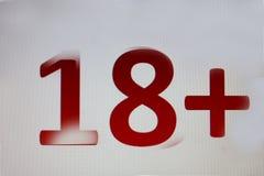 18+ auf weißem Hintergrund Stockfoto