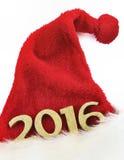 2016 auf Weihnachtshut Stockfotografie