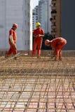 Aufbau-Arbeitskräfte an der Site stockfotografie