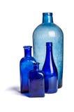 Aufbau der alten blauen Flaschen Stockfotos