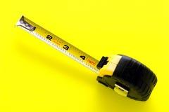 Aufbau, der Band-Maß einfährt Stockfotografie