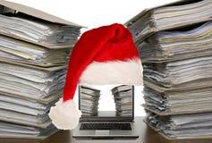 Aufbau der Dokumente mit Laptop Stockfotografie