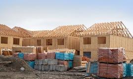 Aufbau der neuen Häuser Stockfotos