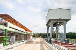 Aufbau der Wasserkraftanlage Stockbilder