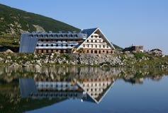 Aufbau des neuen Hotels in Rila Stockbilder