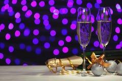 Aufbau des neuen Jahres mit Champagner stockfotografie