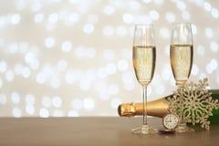 Aufbau des neuen Jahres mit Champagner stockbild