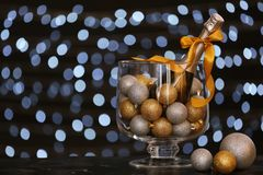 Aufbau des neuen Jahres mit Champagner lizenzfreies stockbild